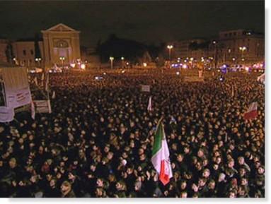 Piazza San Giovanni durante il comizio di chiusura della campagna elettorale di Grillo